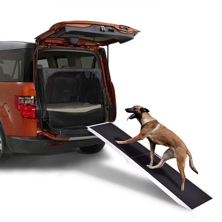 rampe goplus-portable-chien-voiture &quot;class =&quot; wp-image-2184 &quot;srcset =&quot; https://outdoordogworld.com/wp-content/uploads/2019/03/goplus-portable-dog-car-ramp. jpg 720w, https://outdoordogworld.com/wp-content/uploads/2019/03/goplus-portable-dog-car-ramp-150x150.jpg 150w, https://outdoordogworld.com/wp-content/uploads/ 2019/03 / goplus-portable-dog-car-ramp-203x203.jpg 203w, https://outdoordogworld.com/wp-content/uploads/2019/03/goplus-portable-dog-car-ramp-405x405.jpg 405w, https://outdoordogworld.com/wp-content/uploads/2019/03/goplus-portable-dog-car-ramp-70x70.jpg 70w, https://outdoordogworld.com/wp-content/uploads/2019 /03/goplus-portable-dog-car-ramp-101x101.jpg 101w &quot;tailles =&quot; (largeur maximale: 720px) 100vw, 720px &quot;/&gt;</figure> </div> <p>La rampe pour animaux de compagnie Goplus présente une surface de ruban adhésif à forte adhérence et est une rampe d&#39;accès fiable pour les camions, les fourgonnettes et les VUS. La rampe est également facilement pliable pour un stockage compact et dispose d&#39;une poignée intégrée pour le transport. Fabriqué en aluminium léger, il ne pèse que 14 lb.</p> <p><strong>Poids de la rampe:</strong> 14 lb</p> <p><strong>Capacité de la rampe:</strong> 250 lb</p> <p><span class=